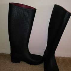 4ac3c6308731f8 Shop Women s Tommy Hilfiger Black size 7 Winter   Rain Boots at a  discounted price at Poshmark. Description  Black th rain boots.