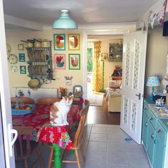 Another beautiful day here at Apple Cottage. Have a lovely weekend all. Hope the sun is shining where ever you are. #myvintagelife…