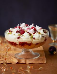 and Prosecco trifle Raspberry and Prosecco trifle - A boozy dessert perfect for a festive party season!Raspberry and Prosecco trifle - A boozy dessert perfect for a festive party season! Trifle Desserts, Just Desserts, Delicious Desserts, Dessert Recipes, Yummy Food, Dessert Trifles, Jewish Desserts, Small Desserts, Health Desserts