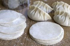 Como hacer la pasta o masa casera para las empanadillas Chinas, Gyozas y otros tipos de Dumplings asiáticos.