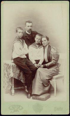 Príncipe Felix Yusupov (Sumarokov-Elston) with his wife Princess Zinaida Yussupova and their children.