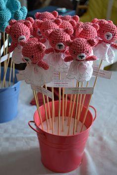 Es un Mundo Amigurumi: Recuerdos de Bautizo... muy especiales... Crochet Bear, Crochet Home, Love Crochet, Crochet Patterns Amigurumi, Crochet Gifts, Amigurumi Doll, Crochet Animals, Crochet Dolls, Baby Crafts