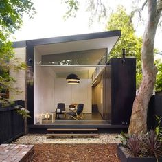 The Indoor/Outdoor Life in Sydney : Remodelista. Semi-detached 1890 house reworked by architect Christopher Polly. Sliding pocket doors create a seamless indoor-outdoor flow. Design Exterior, Interior And Exterior, Black Exterior, Interior Garden, Architecture Résidentielle, Installation Architecture, Garden Office, Backyard Office, Outdoor Office