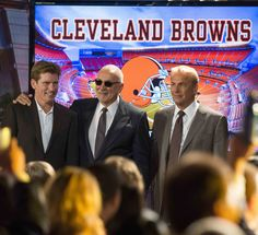 """""""Draft Day"""" movie still, 2014. L to R: Denis Leary, Frank Langella, Kevin Costner. PLOT: At the NFL Draft, general manager Sonny Weaver (Costner) has the opportunity to rebuild his team when he trades for the number one pick. He must decide what he's willing to sacrifice on a life-changing day for a few hundred young men with NFL dreams. Kevin Costner, Tom Welling Smallville, Football Movies, Cleveland Browns, One Life, Finding Joy, Number One, Humor, Young Men"""
