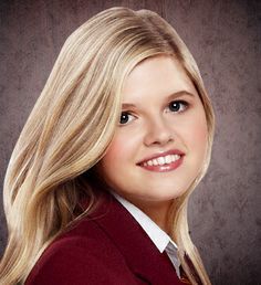 A character in Nickelodeon's House of Anubis named Amber Millington! House Of Anubis, Kristina Pimenova, Yearbook Photos, Amber, It Cast, Actresses, Long Hair Styles, Celebrities, People
