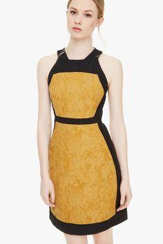 Vestido bicolor de inspiración barroca