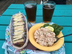 Smoked Tuna Dip with crackers Smoked Tuna Dip, Burger Restaurant, Good Food, Yummy Food, Dip Recipes, Crackers, Delish, Seafood, Dips