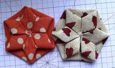 A mix between origami, yo-yos and hexagons? Sounds like fun and the end result… Folded Fabric Ornaments, Quilted Ornaments, Origami Ornaments, Quilting Tutorials, Quilting Projects, Sewing Projects, Patchwork Quilt, Hexagon Quilt, Fabric Crafts