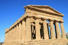 Esempio di tempio periptero, tempio della Concordia,V secolo a.C.,Agrigento, Sicilia.