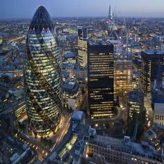 The City of London is lined with high-end bars and ritzy restaurants. Check out all of our top tips and suggestions below, in 'Where to Eat in the City of London'. City Of London, London Eye, London Night, Piccadilly Circus, Air France, London England, Gherkin London, Skyline Von London, Parks