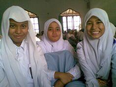 X-7 atun, @dinandamaya, and @DzikrinaSar_ ♥