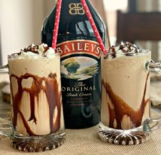 This decadent dessert drink is perfect for those of you who love Irish Coffee. A frozen boozy drink that is sure to please anyone! Creamy, cold, refreshing, and Baileys Drinks, Baileys Recipes, Alcoholic Drinks, Fondue Recipes, Cocktail Drinks, Copycat Recipes, Baileys Iced Coffee, Booze Drink, Coctails Recipes
