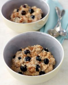 Quinoa Breakfast Quinoa Usually served in savory side dishes, quinoa -- a high-protein seed -- also makes a wonderful hot cereal.Breakfast Quinoa Usually served in savory side dishes, quinoa -- a high-protein seed -- also makes a wonderful hot cereal. Breakfast Desayunos, Breakfast Recipes, Blueberry Breakfast, Breakfast Ideas, Health Breakfast, Breakfast Healthy, Dinner Recipes, Breakfast Porridge, Blueberry Oatmeal