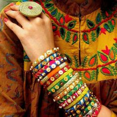 Brides are ditching the conventional floral jewellery choice for their mehndi and going gaga over this new in-house gota jewellery trend. Check out the best gota jewellery sets we spotted on brides. Silk Thread Bangles Design, Silk Bangles, Bridal Bangles, Thread Jewellery, Fabric Jewelry, Diy Jewellery, Jewellery Making, Homemade Jewellery, Fabric Necklace