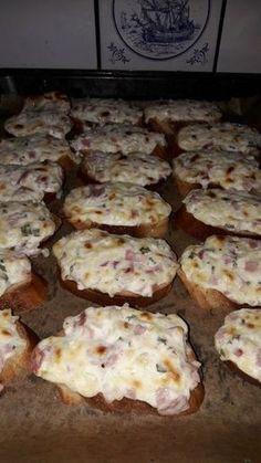 Schmandbrot Schmandbrötchen The post Schmandbrot appeared first on Essen Rezepte. Snacks Pizza, Snacks Für Party, Dessert Design, Brunch Recipes, Snack Recipes, Chef Recipes, Shrimp Recipes, Drink Recipes, Beaux Desserts