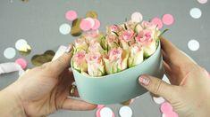 DIY Geschenke: Flowerbox selber machen – Diy Gifts For Friends Bouquet Cadeau, Gift Bouquet, Flower Crafts, Diy Flowers, Paper Flowers, Flower Box Gift, Flower Boxes, Diy Home Crafts, Diy Crafts Videos
