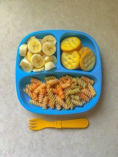 Toddler meals 641903753122279636 - Garden rotini, traditional pasta sauce, ritz crackers, and bananas. Toddler meals, 3 year old food. Toddler Menu, Healthy Toddler Meals, Toddler Lunches, Kids Meals, Toddler Food, Toddler Dinners, Daycare Meals, Baby Snacks, Lunch Snacks