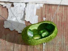 Seidencocoon Seidenkokon Kette grün von andivaaugenglueck auf Etsy, €16.00