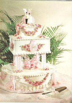 http://www.wedding-flowers-and-reception-ideas.com/tier-wedding-cake.html