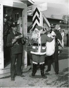 Santa Claus is detained at the Elza Gate in Oak Ridge in this famous 1944 photo taken by famed Manhattan Project photographer Ed Westcott. Oak Ridge National Laboratory, First Atomic Bomb, Institute Of Physics, Guard House, Horrible Histories, Manhattan Project, Rest Of The World, The Bikini, Holiday Traditions