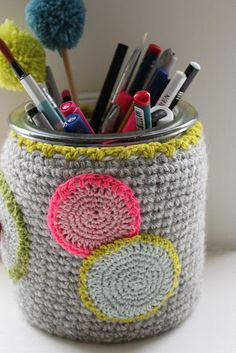 What a sweet way to contain pencils and other bits & bobs.  /crochet home accessories  @Af's 8/4/13