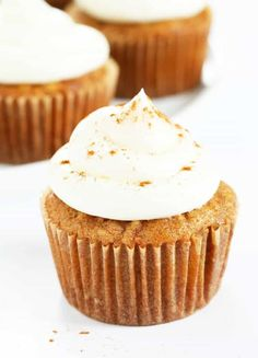 Gluten free carrot cake baked into cupcakes, loaded with fresh carrots and topped with cinnamon cream cheese frosting. Perfect for Easter, or any time! https://glutenfreeonashoestring.com/gluten-free-carrot-cake-cupcakes/