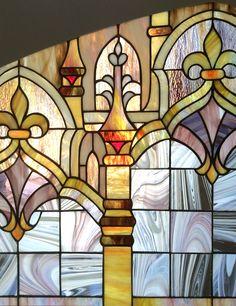 фрагмент витража в готическом стиле