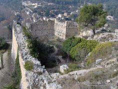 Fontaine-de-Vaucluse, France: Old ruined castle Provence, Provinces De France, Destinations, Environmental Art, Places Ive Been, Travel Inspiration, City Photo, Places To Visit, Castle