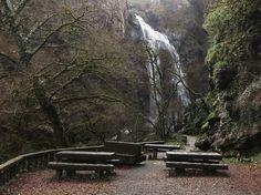 1000 Lugares en Galicia: Catarata del Río Toxa, en Silleda. Provincia de Po... Waterfall Fountain, Waterfalls, Rivers, All Over The World, Romania, Woods, Portugal, Nature, Lakes