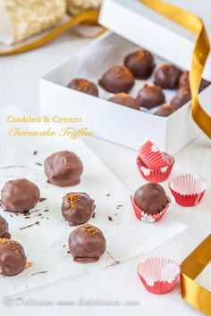 Cookies and Cream Cheesecake Truffles - only 4 ingredients!
