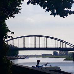 Zaterdag 22 februari is er weer een Slag om Arnhem aanhaak stadswandeling.  Onze lokale gids neemt je mee door Arnhem centrum en vetelt het verhaal van de Slag om Arnhem. Wat gebeurde er eigenlijk tussen 17 en 25 september 1944? Aan de hand van oude foto's krijg je écht een goed idee van hoe het toen was hier in Arnhem.  De littekens zijn nog steeds zichtbaar en zullen nooit verdwijnen.  De stadswandeling duurt ongeveer 25 uur en start om 14:00 voor de McDonalds om Arnhem Centraal Station…