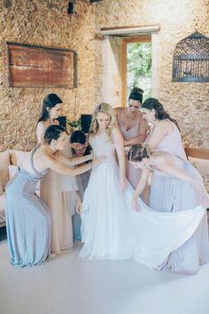 Wedding Photography Inspiration : getting wedding ready