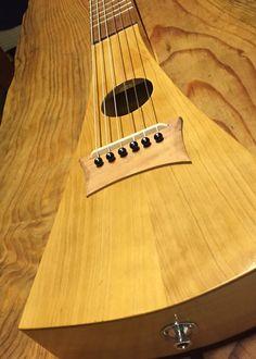 Guitarra viajera electroacustica, hecha con mis manos