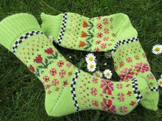 Colorful socks knitted in fair isle patterns wool polyacryl Outfit Des Tages, Knitting Socks, Knit Socks, Knit Or Crochet, Mittens, Pattern, Fashion, Dots, Socks