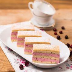 Kokos-Biskuit-Schnitten mit Cranberry-Obers-Creme » Kochrezepte von Kochen & Küche Vanilla Cake, Creme, Desserts, Food, Cake Ideas, Dessert Ideas, Coconut Flakes, Berries, Easy Meals
