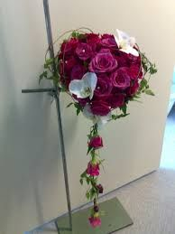 brudebuketter - Google-søk Wedding Bouquets, Glass Vase, Floral Wreath, Wreaths, Flowers, Plants, Google, Home Decor, Floral Crown