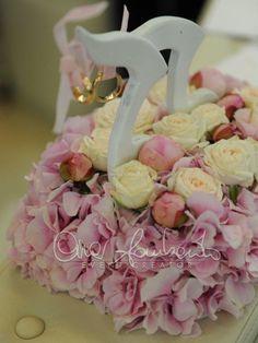Esclusivo portafedi scandisce le note dell'amore di un matrimonio primaverile e romantico. | Cira Lombardo Wedding Planner