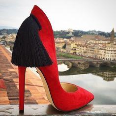 Exquisitos zapatos by Aleksander Siradekian...