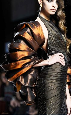 Sculptural Folds - soft structures, three-dimensional shawl // Fausto Sarli