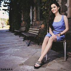Receita para ser feliz no final de semana: um vestido fresquinho  uma sandália estilosa. Conte com #tanarabrasil para trazer conforto e estilo para seus looks.