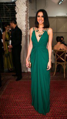 Vestido de festa verde costa nua