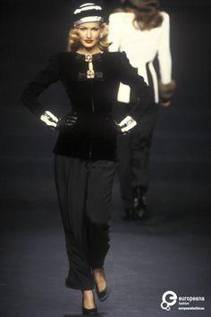 Karen Mulder  - Valentino, Spring-Summer 1992, Couture