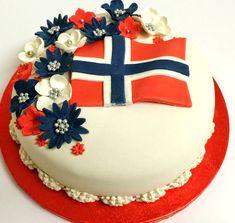 Norwegian Flag cake. Swedish Recipes, Sweet Recipes, 17 Mai, Inside Cake, Flag Cake, Norwegian Food, Scandinavian Food, Love Eat, Cookie Desserts