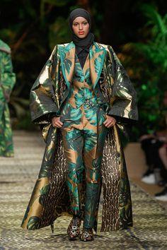 Dolce & Gabbana Spring 2020 Ready-to-Wear Fashion Show Collection: See the complete Dolce & Gabbana Spring 2020 Ready-to-Wear collection. Look 114 Dolce & Gabbana, Vogue Paris, Carmen Miranda, 2020 Fashion Trends, Fashion 2020, Women's Fashion, Milan Fashion, Runway Fashion, Fashion Brands