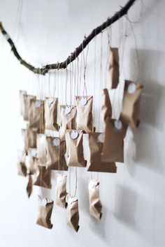 Beautiful and creative DIY Christmas advent calendars. A cute and fun way to count down the days until December 25 with the kids. Christmas Countdown, Noel Christmas, Christmas Is Coming, Winter Christmas, Christmas Crafts, Advent Calenders, Diy Advent Calendar, Homemade Advent Calendars, Xmas Decorations