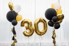 Decoration for birthday, anniversary, celebration of the thirtieth anniversary, white background, gold and black balloons with tassels 30th Birthday Balloons, Birthday Decorations For Men, Gold Party Decorations, 30th Balloons, Mylar Balloons, 30th Birthday Quotes, 30th Birthday For Him, 30 Birthday, Gold Number Balloons