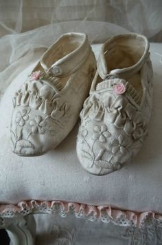 ANTIQUE FRENCH DOLL SHOES.SILK.JUMEAU.FASHION DOLL