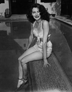 Bellezze al bagno, i bikini delle star negli anni 50. #photography #vintage