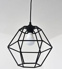 DIY Geometric Pendant Light Fixture made from straws Geometric Pendant Light, Geometric Lamp, Diy Pendant Light, Diy Home Crafts, Diy Home Decor, Room Decor, Handmade Home, Luminaria Diy, Deco Luminaire