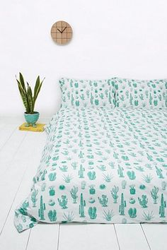 Cactus Print Duvet Set- cause who doesnt want to sleep in a cactus themed bedroom! Dream Bedroom, Home Bedroom, Girls Bedroom, Bedroom Furniture, Bedrooms, Home Deco, Bedroom Themes, Bedroom Decor, Design Creation